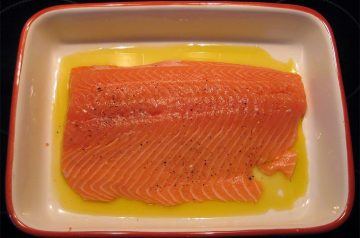 Broiled Salmon Fillet with Mustard Dill Sauce
