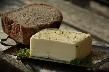 Beef Tenderloins With Roquefort Compound Butter