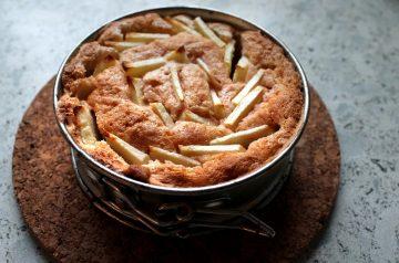 No-Bowl Fresh Apple-Pecan Cake