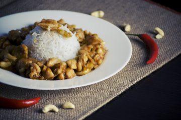 Saffron Rice With Cashews and Raisins