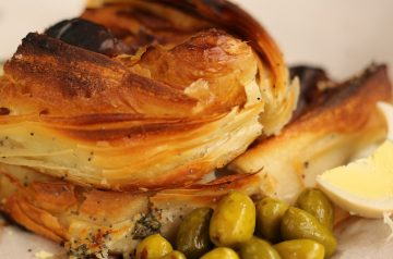 Baked Green Olives in Spicy Cheese Pastry