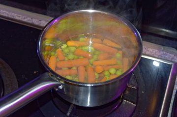 Lemon Butter Peas With Shredded Carrots
