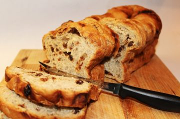 Low-Fat Raisin Bread
