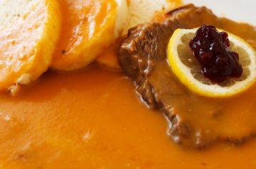 Sirloin Steaks With Creamy Sauce