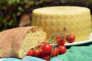 Mediterranean Style Prawns With Garlic  and Feta Cheese