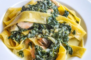 Cilantro Salmon With Spinach and Mushrooms