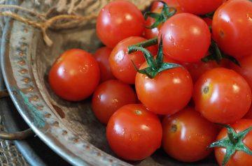 Tomato and Mint Salad (Shirazi)